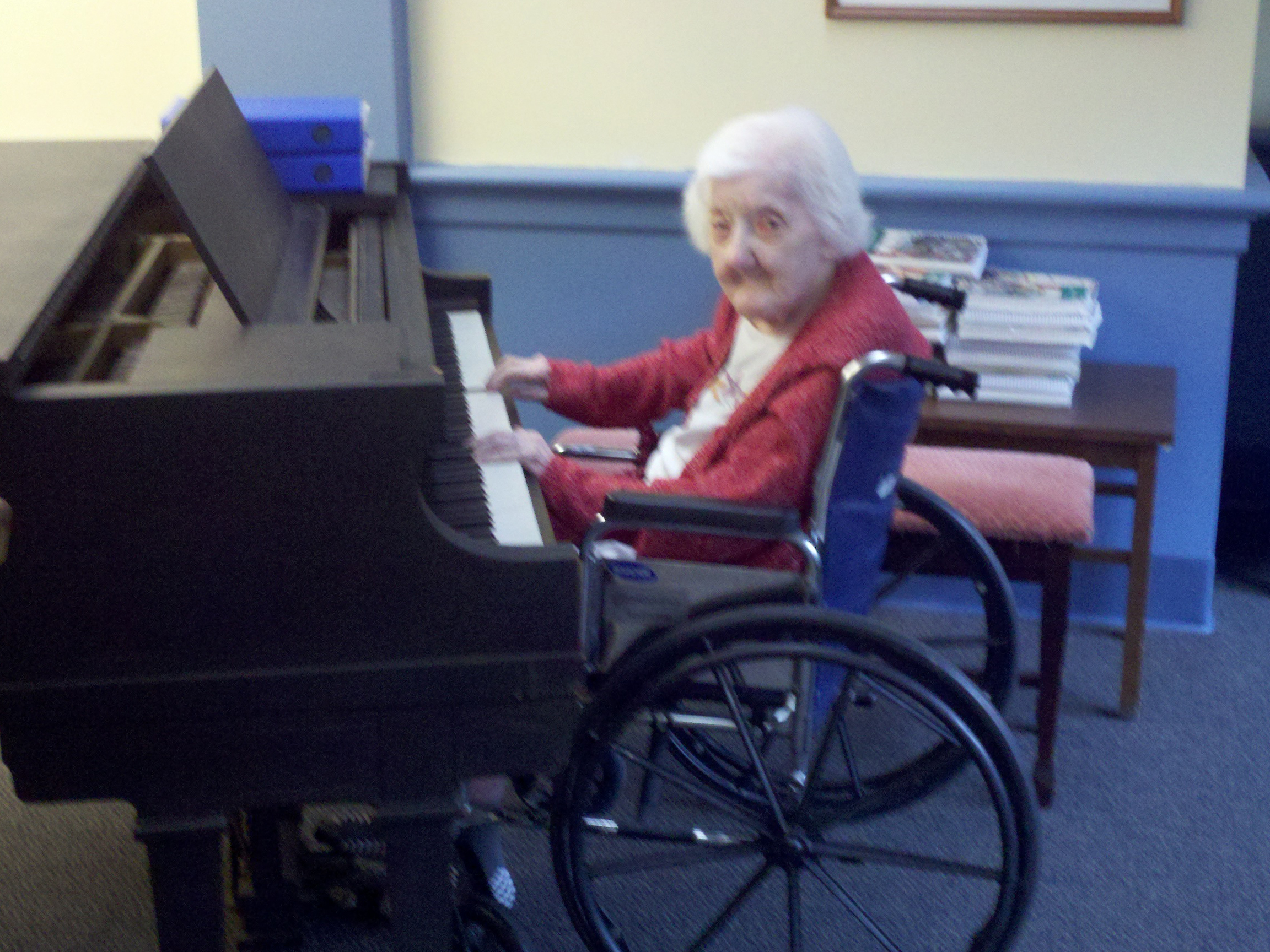 Louise playing piano 108 years old